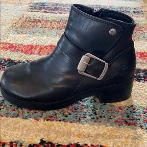 Size 8.5 women's Harley riding boots. Barely worn.